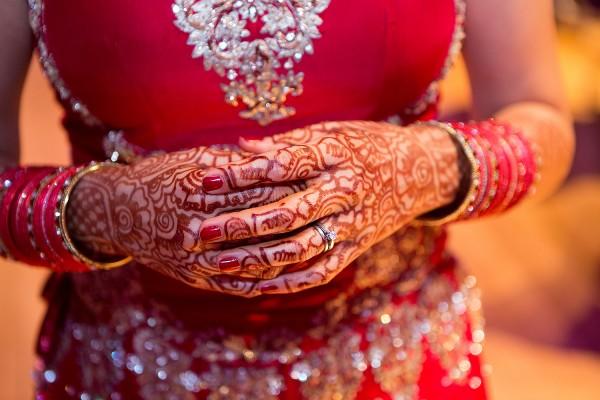 24_bride_henna_ring_hand_southgate_wedding_photographer_0024